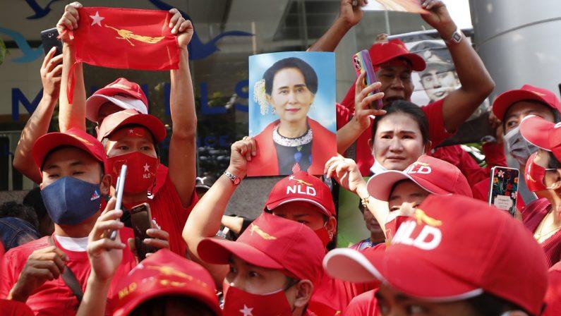 """La caduta della """"santa laica"""" della Birmania Isilenzi sulle persecuzioni non evitano il golpe"""