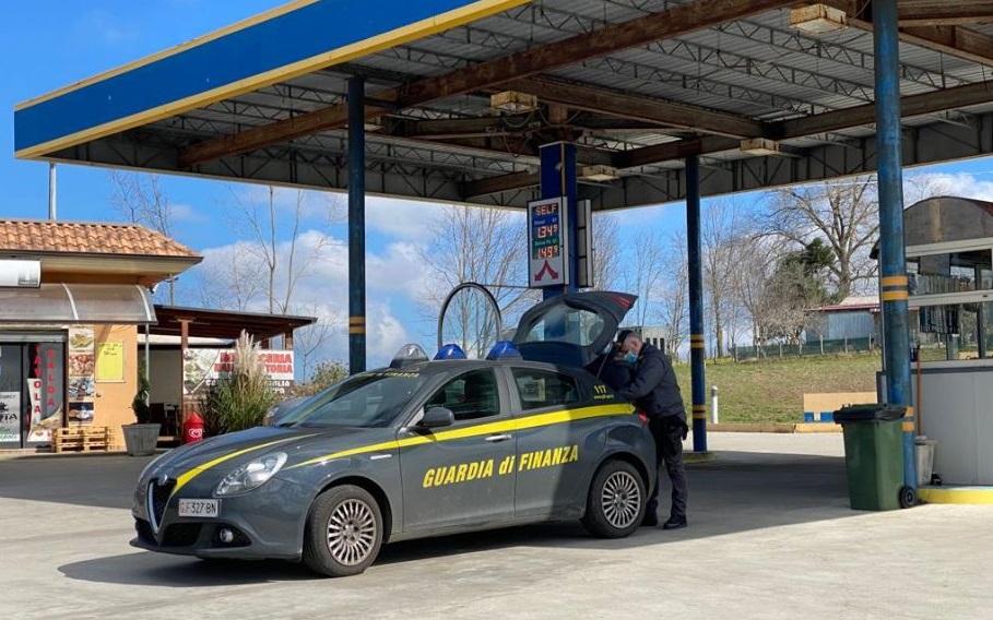 Il distributore di carburante confiscato