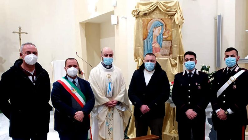Una nuova icona sacra della Virgo Fidelis donata da un carabiniere ad una parrocchia del vibonese