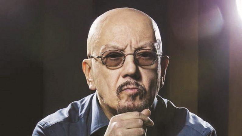 Enrico Ruggeri: «Riaprire i teatri costerebbe meno dei banchi a rotelle»