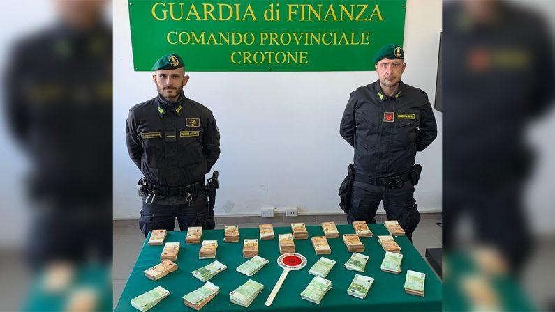 """Operazione Soldi rosso sangue, scoperta la """"cassaforte"""" dei clan di Cutro: sequestrati 360mila euro in contanti"""