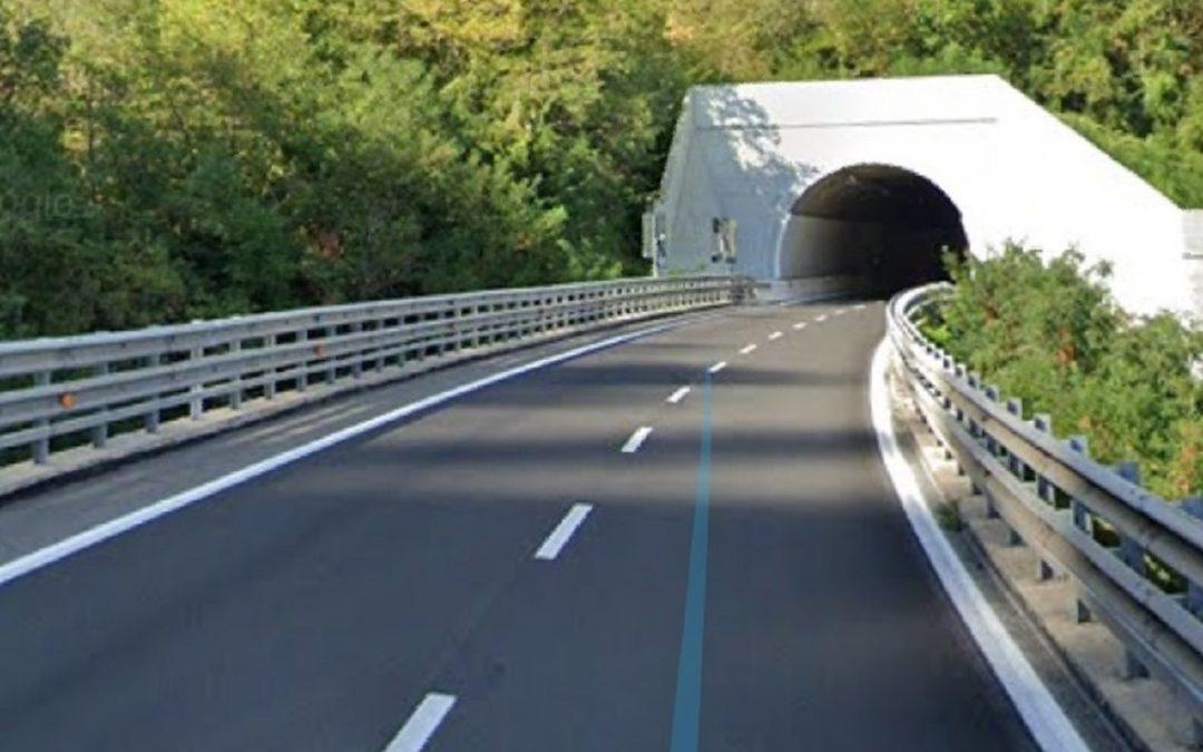 Contromano sull'autostrada per 14 km prima di essere fermato dalla Polstrada