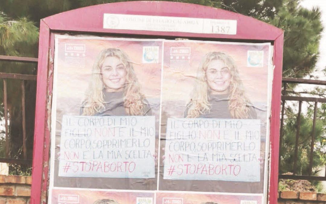 I manifesti affissi e fatti rimuovere dal sindaco di Reggio Calabria