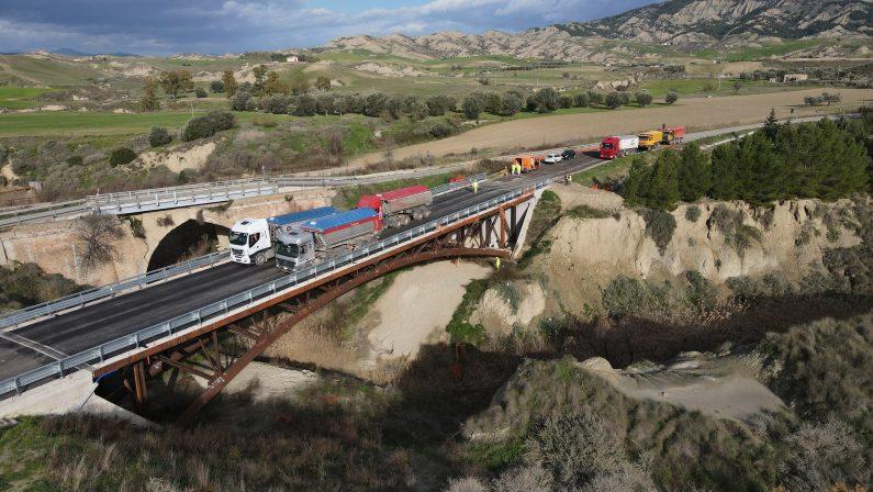Ultimate le prove di carico sul nuovo ponte della ex ss 176, tra Pisticci e Craco