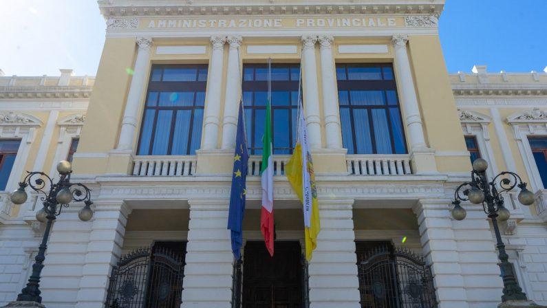 Bandiere a mezz'asta al Comune di Reggio Calabria per l'attentato in Congo