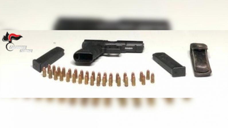 Nascondeva armi a droga in garage, arrestato un 40enne nel Crotonese