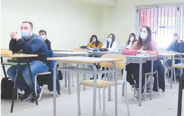 Scuola, solo pochi in aula