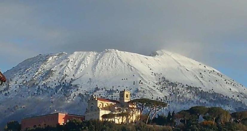 Maltempo: neve sul Vesuvio, gelo in tutta la Campania