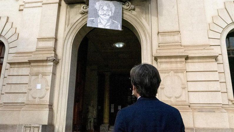 Reggio Calabria, un manifesto per Patrick Zaki sulla facciata di Palazzo San Giorgio