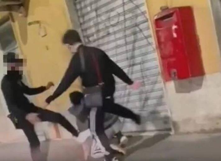 Torre Del Greco, identificati i due autori del pestaggio ripreso sui social