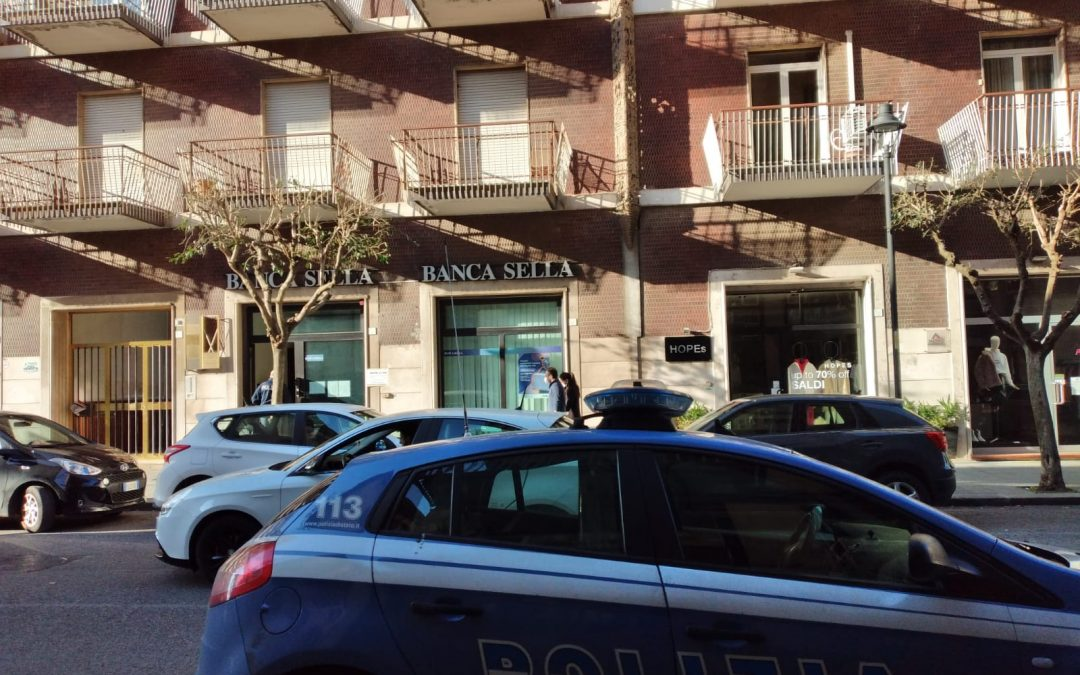Armati di taglierino rapinano la banca, paura al centro di Avellino