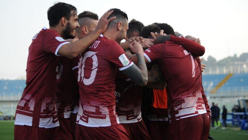 Serie B, tre punti d'oro per la Reggina: a Pescara finisce 0-2