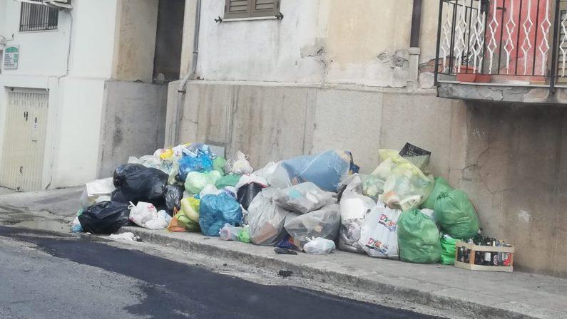 Reggio Calabria, emergenza rifiuti: verranno trasferiti in Puglia