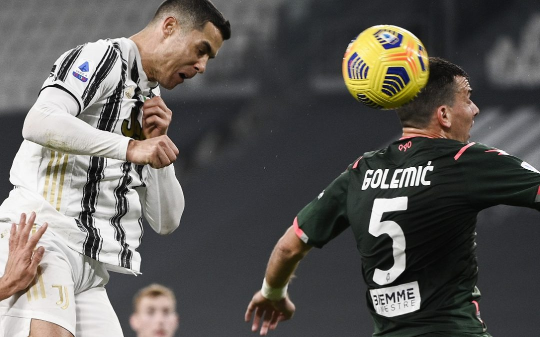 Cristiano Ronaldo vince un duello aereo contro Golemic
