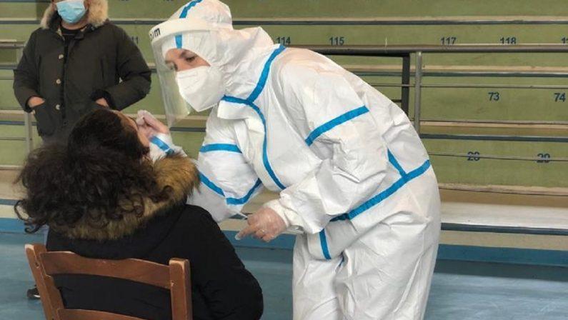 Coronavirus, la Regione autorizza i laboratori privati per i test molecolari