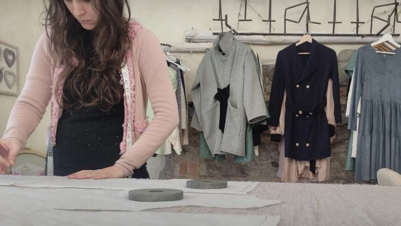 Dai laboratori di chimica dell'Unical un'idea per la moda sostenibile: tessuti dalle ginestre - VIDEO