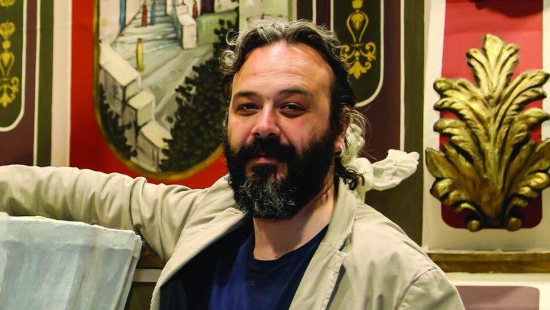 «Guardo avanti ma resto in bottega». Raffaele Pentasuglia, maestro cartapestaio di Matera, si reinventa ai tempi del covid