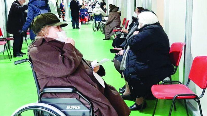Vaccinazioni, Bardi: «Prime dosi ai nonni entro il 3 aprile»