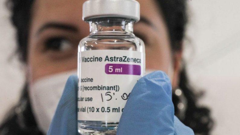 È psicosi AstraZeneca, boom di disdette in Italia. Draghi: «Bisogna vaccinare gli anziani»