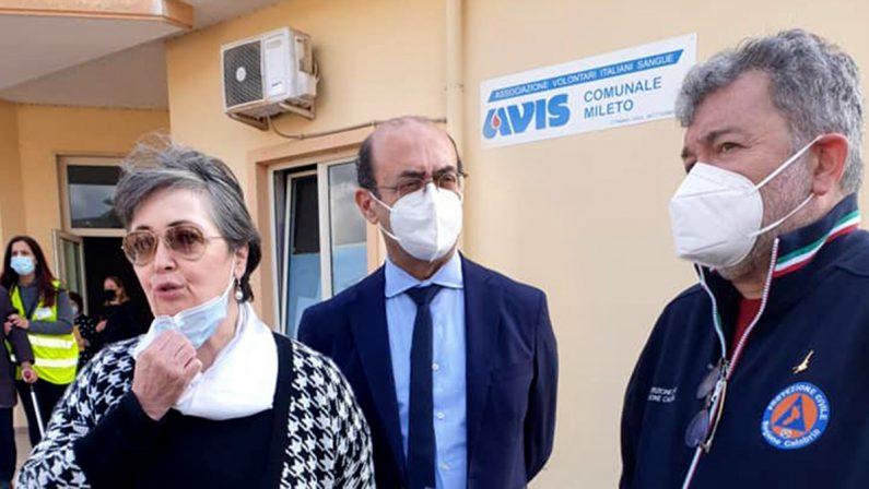 """Coronavirus in Calabria, Spirlì """"consegna"""" al Poliambulatorio di Mileto i primi vaccini"""