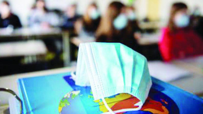 """Docenti """"no vax"""", in Calabria caccia agli indecisi mentre i prof senza prima dose sono il 31,63%"""