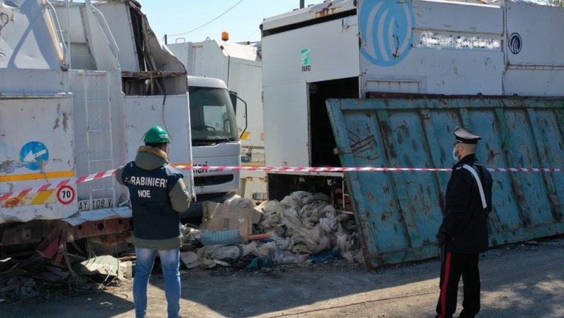 Gestione illecita di rifiuti e camion abbandonati, sequestrata area a Catanzaro: una denuncia