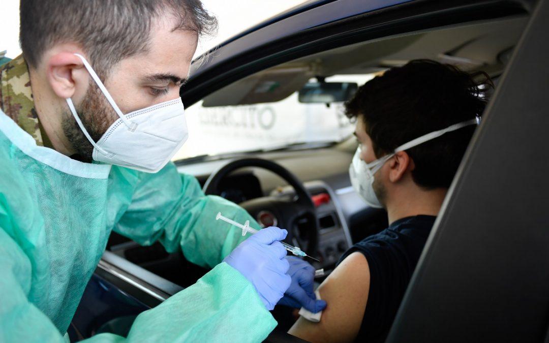 Una vaccinazione in auto