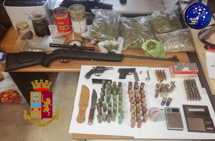 Teneva droga e armi in casa e in un magazzino, arrestato un uomo nel Cosentino