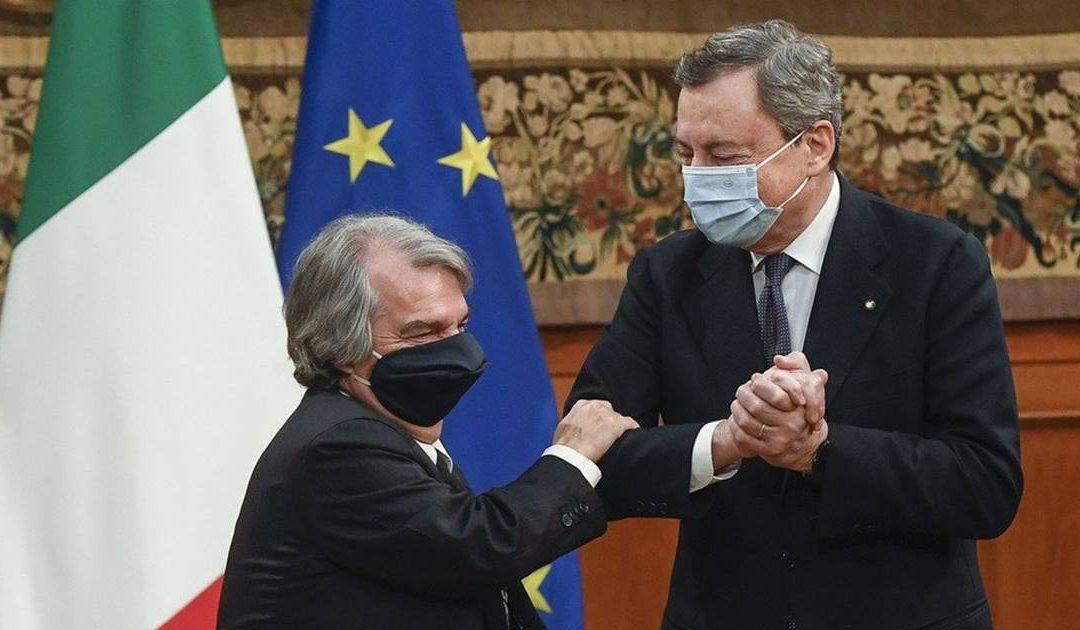 Renato Brunetta e Mario Draghi dopo la firma del Patto per l'innovazione del lavoro pubblico