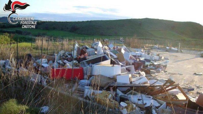 Rifiuti, irregolarità in un centro di raccolta nel Crotonese: una persona denunciata