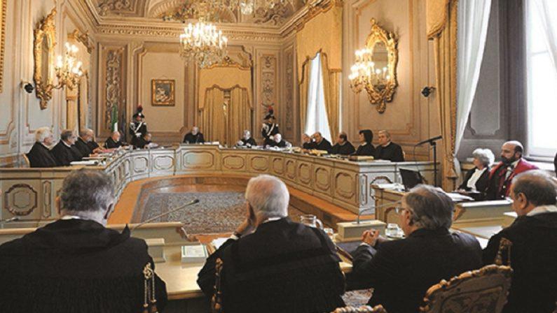 LA COSTITUZIONE - La Consulta frena le invasioni di campo dei più audaci governatori di Regione