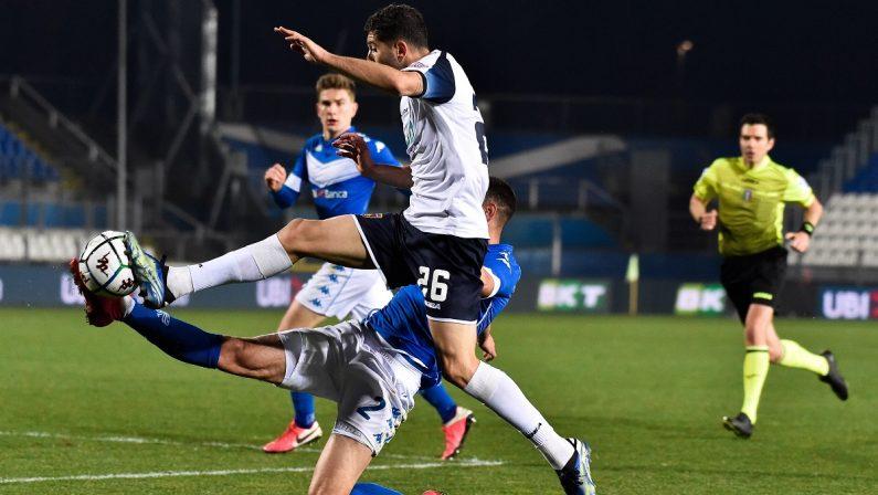 Serie B, a Brescia il Cosenza è poca cosa: Bjarnason e Aye firmano il 2-0