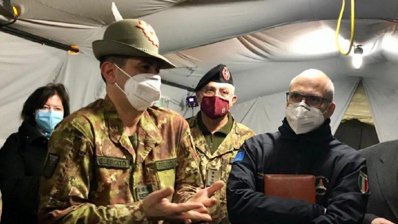 Vaccini, Figliuolo e Curcio in Calabria. Il generale: «Molto contento di quello che si sta facendo qui»