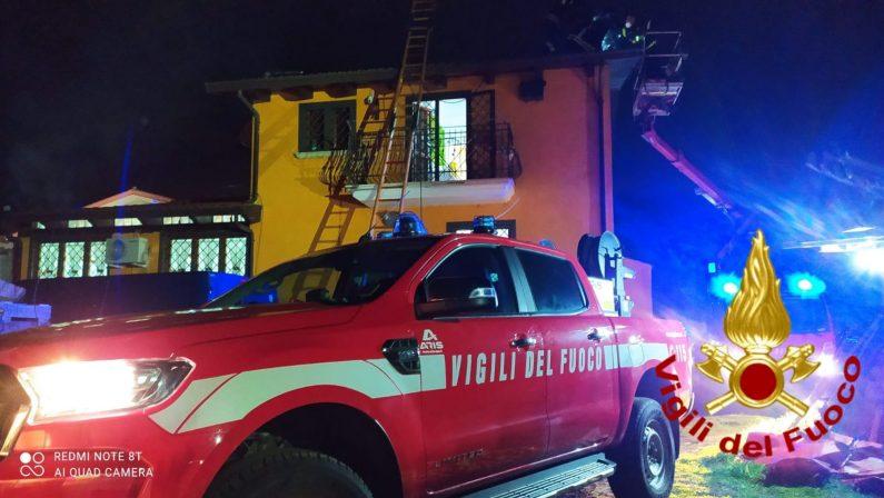 Tragedia a Forino, incendio sul tetto, 61enne muore colto da malore