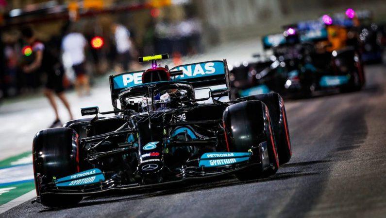 Formula 1, Hamilton vince il Gp del Bahrain su Verstappen, Leclerc sesto