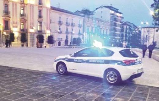 Controlli ad Avellino, Piazza Libertà chiusa a metà