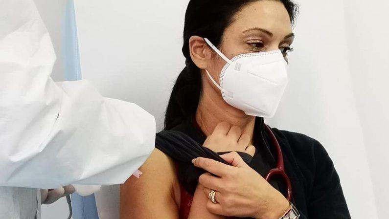 Vaccini, da domani in Campania via a iscrizioni per fascia 45-49