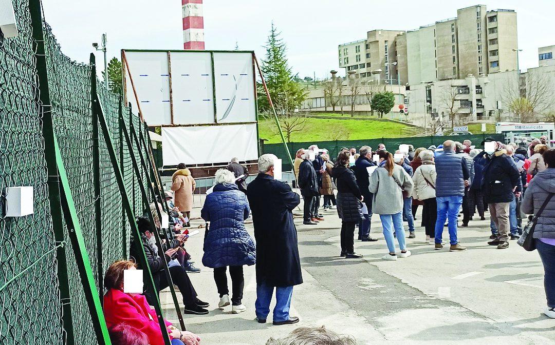 Coronavirus in Basilicata, prenotazioni per le vaccinazioni aperte anche per i 70enni