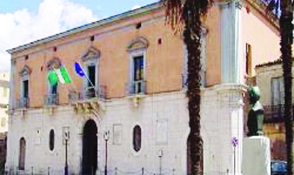 Scontro in terza commissione a Venosa. Il consigliere Mollica: «Io non toccato il vicesindaco»