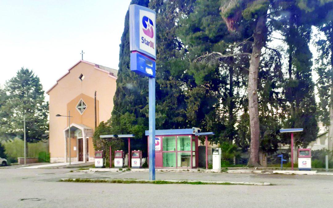La pompa di benzina dismessa a Garaguso scalo