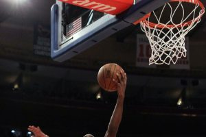 I Lakers piegano Brooklyn, vincono Philadelphia e Utah