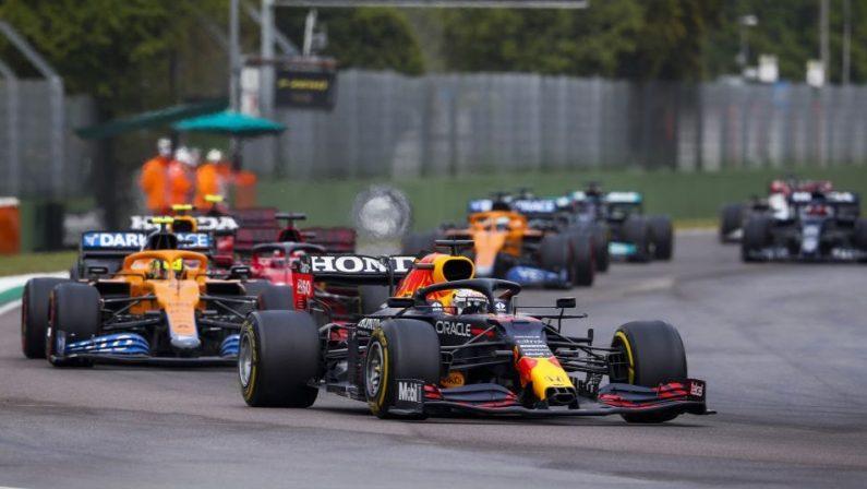Formula 1, Verstappen vince a Imola su Hamilton e Norris, Leclerc 4° e Sainz 5°