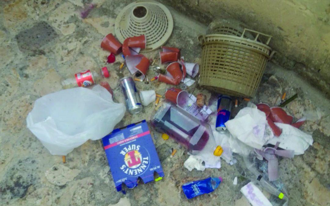 I rifiuti lasciati nei rioni Sassi
