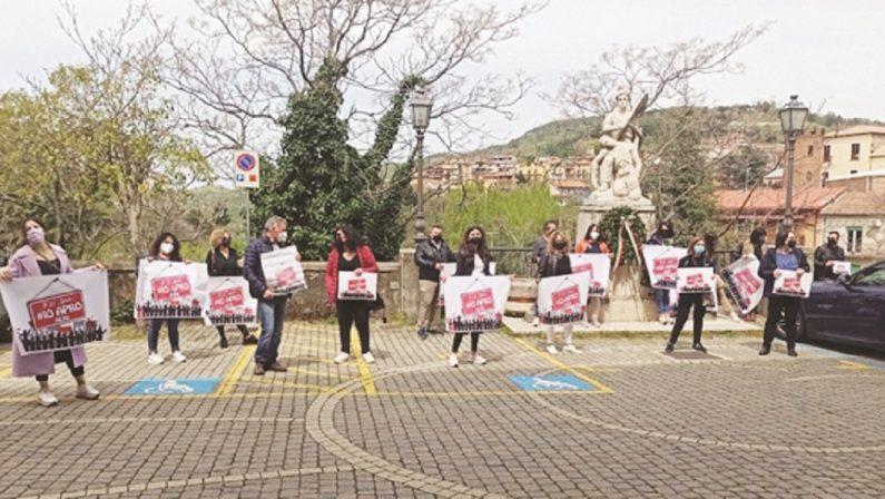 """Cosenza, protesta in piazza ad Acri: """"Io riapro"""" tra rabbia e speranza"""
