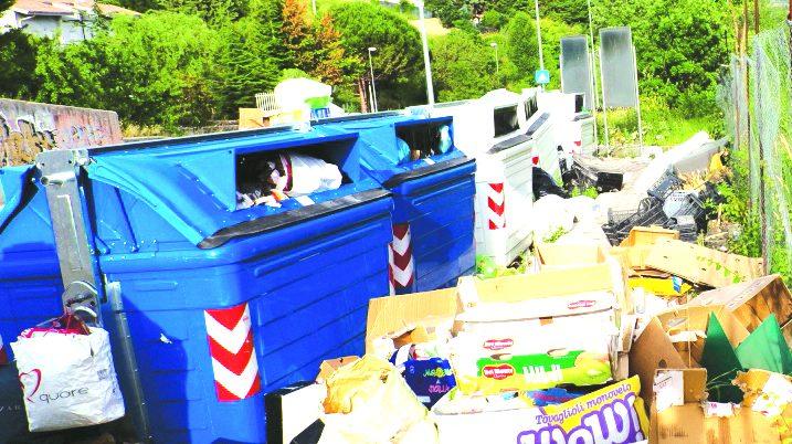 Nelle contrade di Potenza è emergenza rifiuti