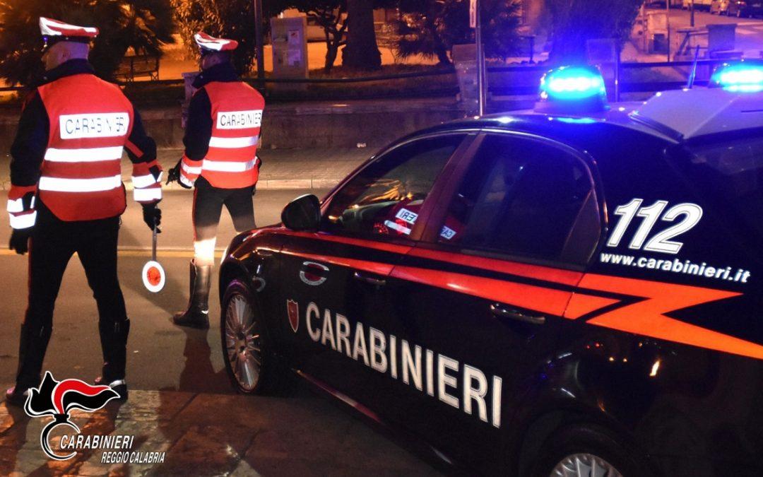 Minaccia di rivelare la loro relazione extraconiugale, arrestata una donna a San Luca