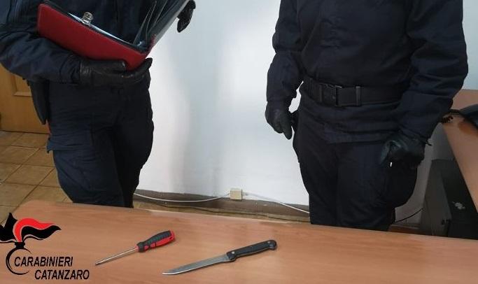 Tenta rapina in casa in piena notte a Catanzaro: bloccato dal proprietario e arrestato