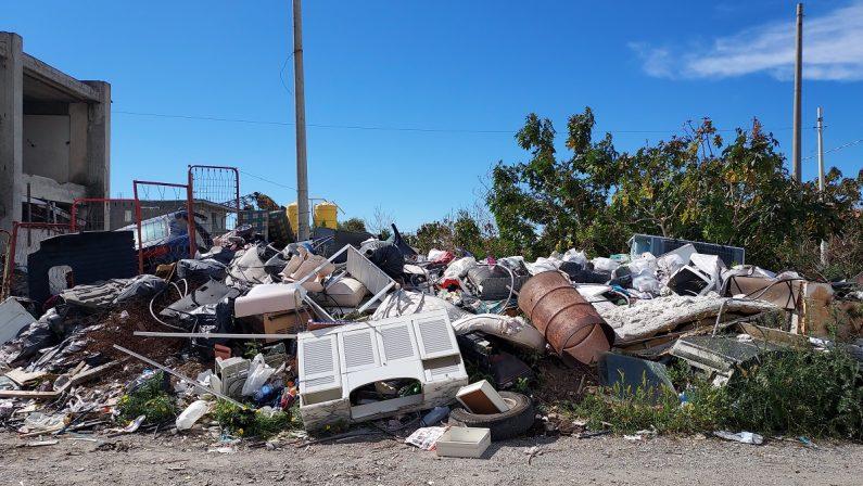 Sgomberato campo rom abusivo a Melito Porto Salvo: 40 persone trasferite in alloggi popolari