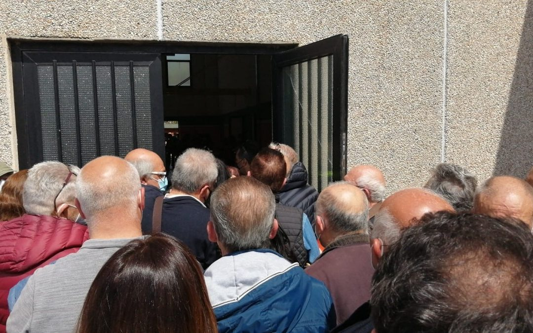 La folla in attesa a Ricadi