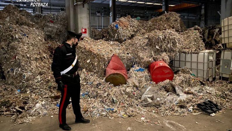 Baragiano, sequestrato capannone con 5 mila tonnellate di rifiuti